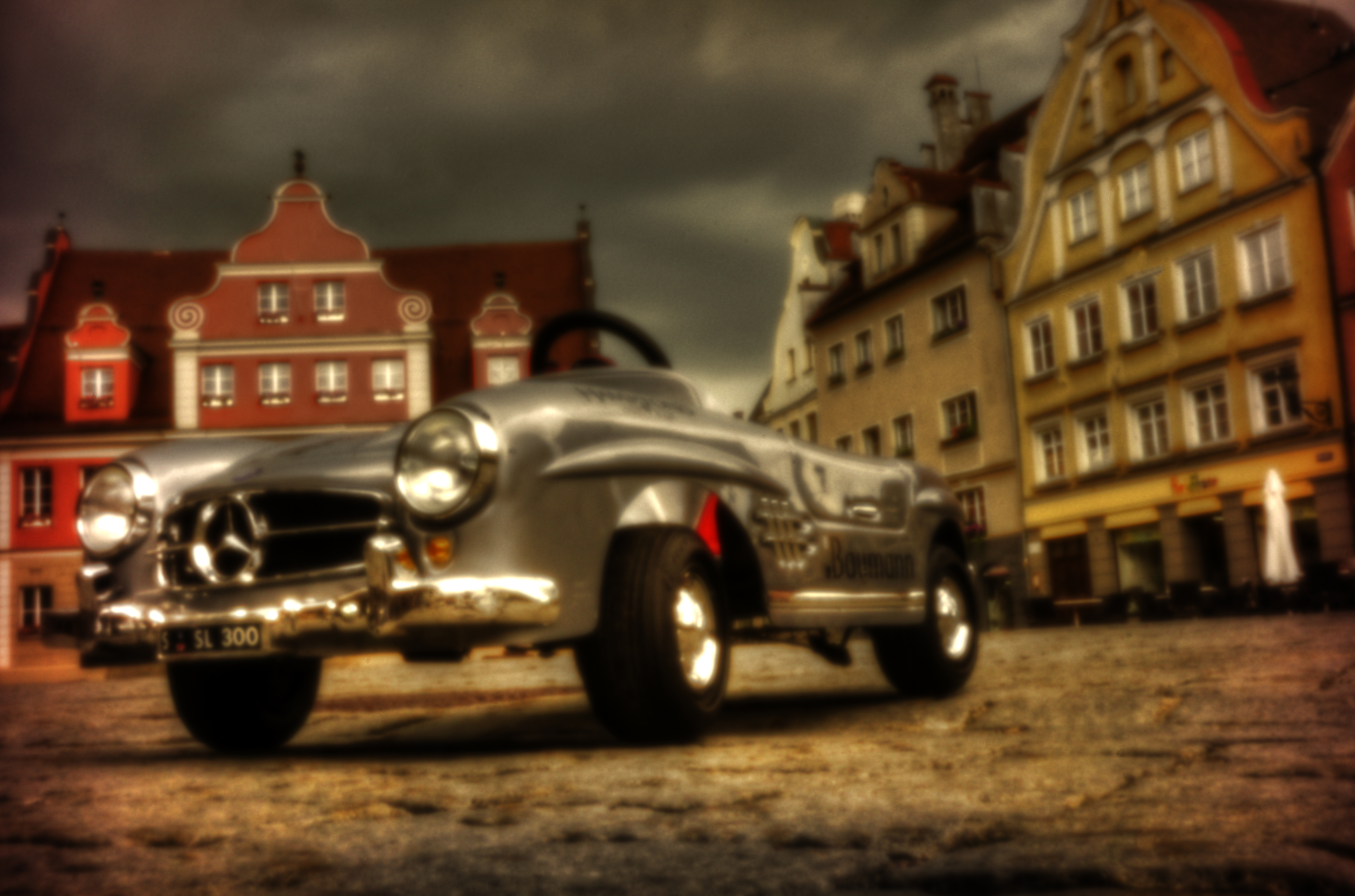 Aus der Froschperspecitive … – Toy cars from a frog's perspective